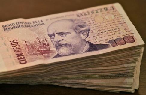 Pesos Argentinos (foto Alex Proimos)