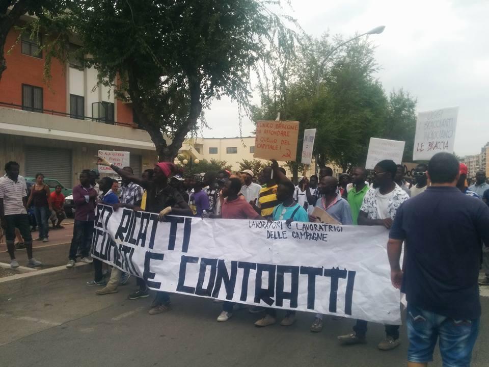 Corteo Foggia (foto fb Comitato Lavoratori delle Campagne)