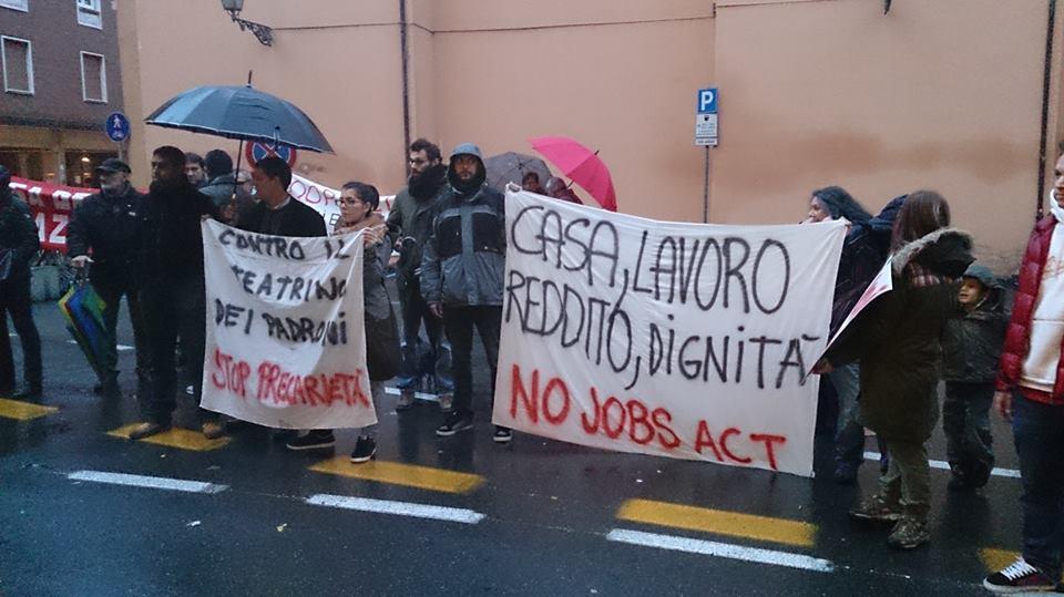 Contestazione Poletti (foto Brigata36)
