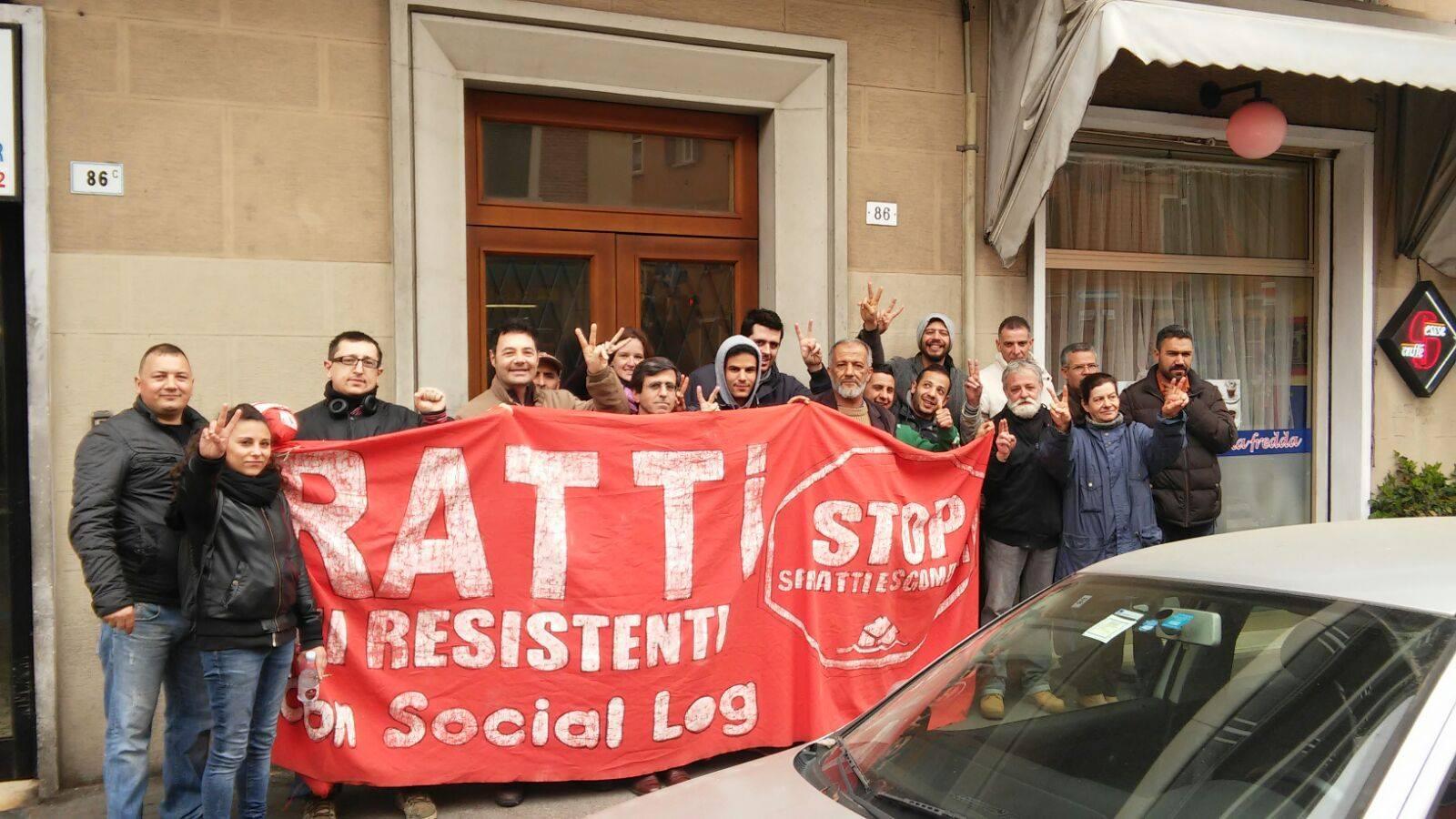 Picchetto antisfratto (foto Social Log)