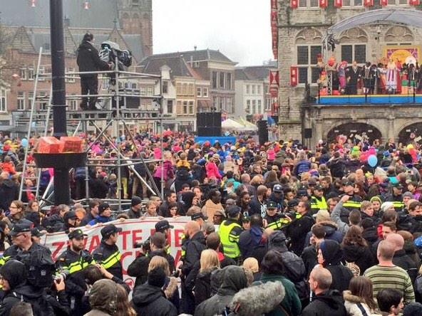 Protests in Gouda (foto da twitter @15M_NL)