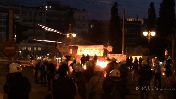 Atene, 15 luglio 2015 (foto da twitter @MakisSinodinos)