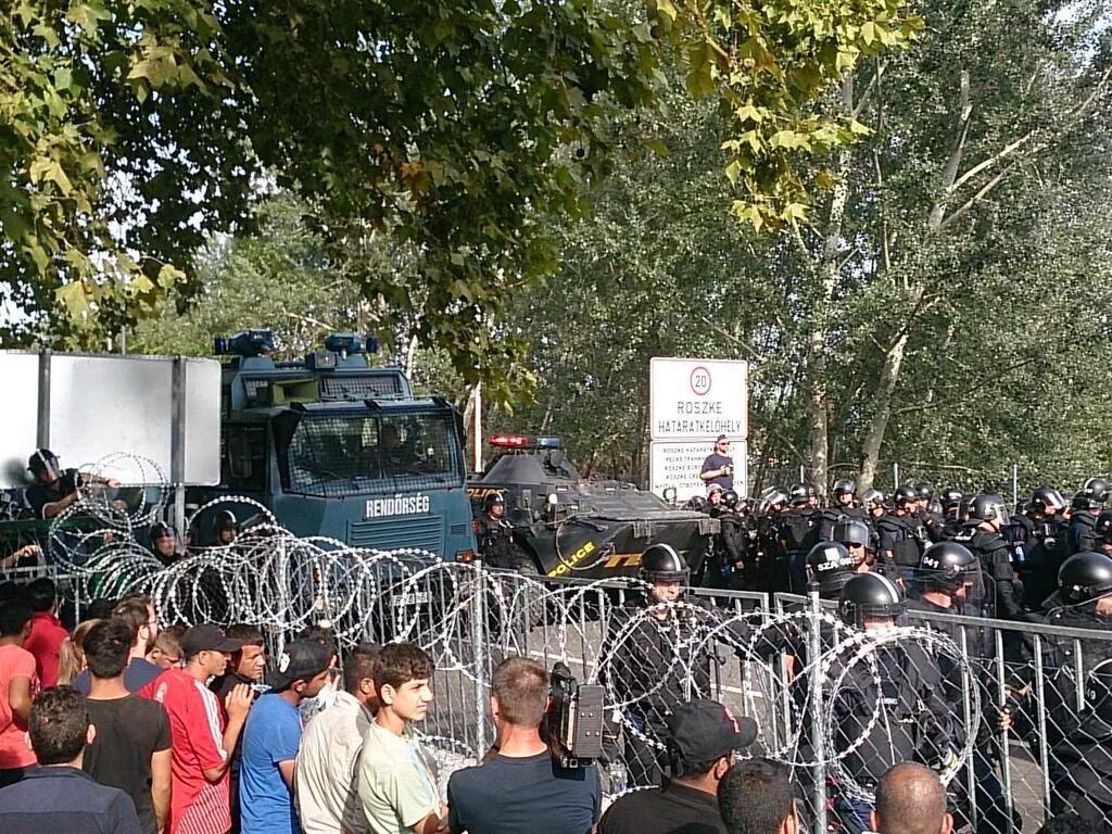 Horgos, Serbia, 16 settembre 2015 (foto da twitter @syndicalisms)