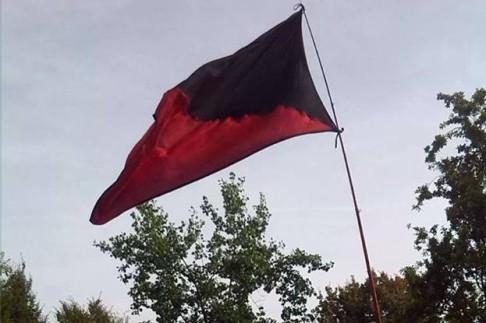 bandiera rossa e nera