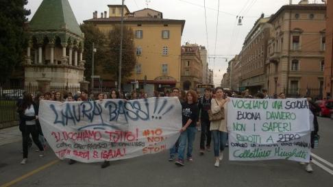 Studenti medi in corteo #16O (foto twitter @CasBologna)
