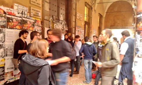 Picchetto università #16O (foto twitter @CuaBologna)